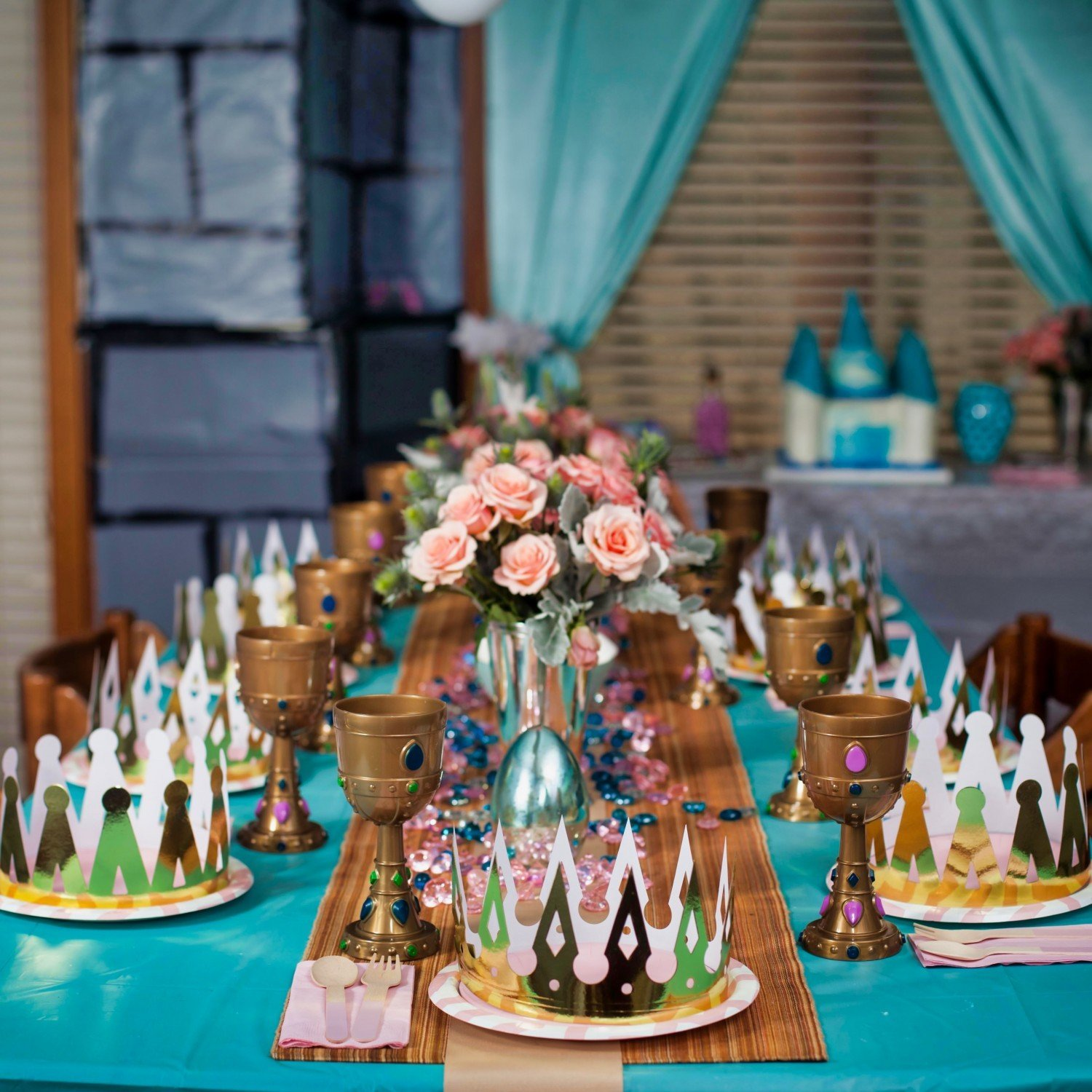 princess paerty themed tablesetting with crowns and goblets